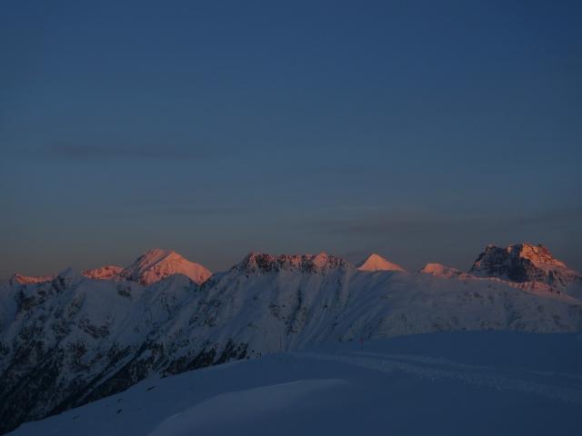 L'alba sulle alpi svizzere