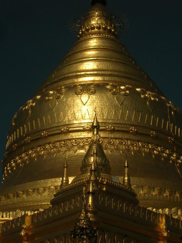 Shwezigon Pagoda vicino a Bagan (vikingandre.com)