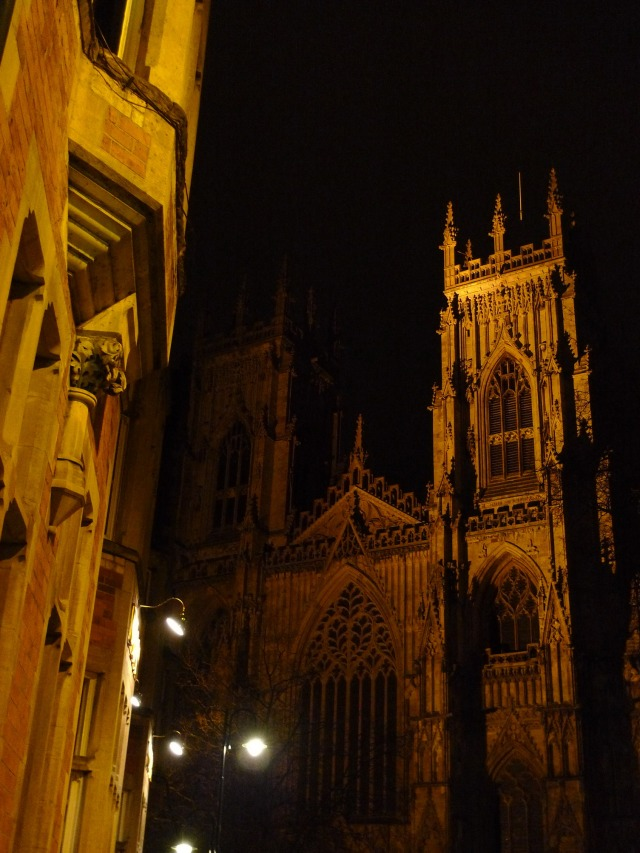 York Minster, foto scattata dalla soglia di ingresso dell'hotel Dean Court (vikingandre.com)