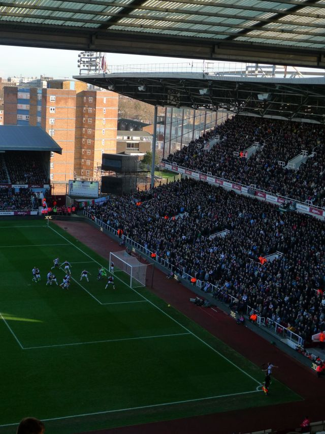 Boleyn Ground, East London http://www.whufc.com/ (vikingandre.com)