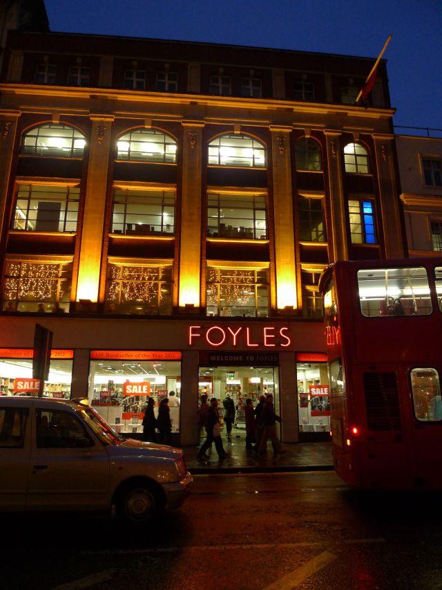 Foyles di Charing Cross http://www.foyles.co.uk/ (vikingandre.com)