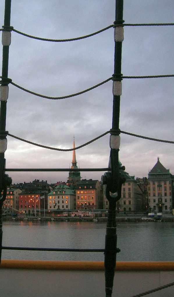 Stockholm skyline visto dall'ostello-veliero Af Chapman (vikingandre.com)