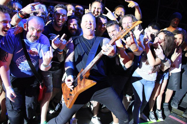 Playing for the fans (metallica.com)