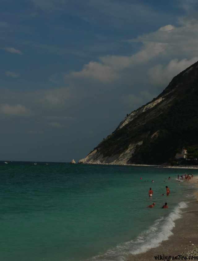 Una delle spiagge in località Portonovo (vikingandre.com)
