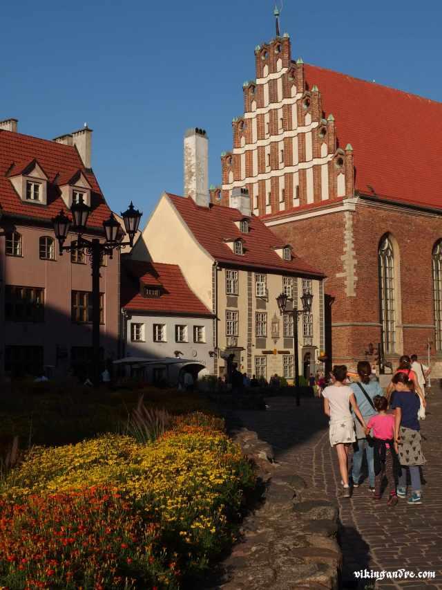 Nei pressi della chiesa di San Pietro a Riga (vikingandre.com)